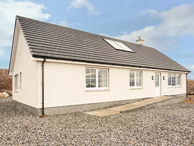 MOUNTAIN VIEW, pet friendly in Kinlochbervie, Ref 932764