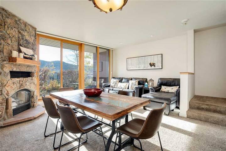 W3205 by Mountain Resorts - Premier Condo ~ Winter Shuttle ~ Walk to Ski Area