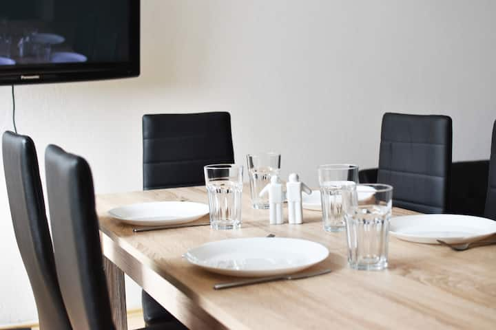 L09 praktisches Apartment mit Küche und Flatscreen TV