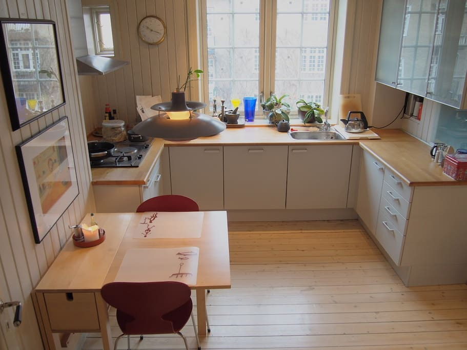 Sunny, well-equipped kitchen