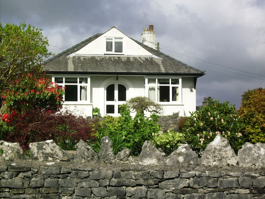 welcoming lake district home houses for rent in kendal. Black Bedroom Furniture Sets. Home Design Ideas