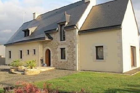 Grande maison lumineuse proche mer - Châtelaudren - Huis