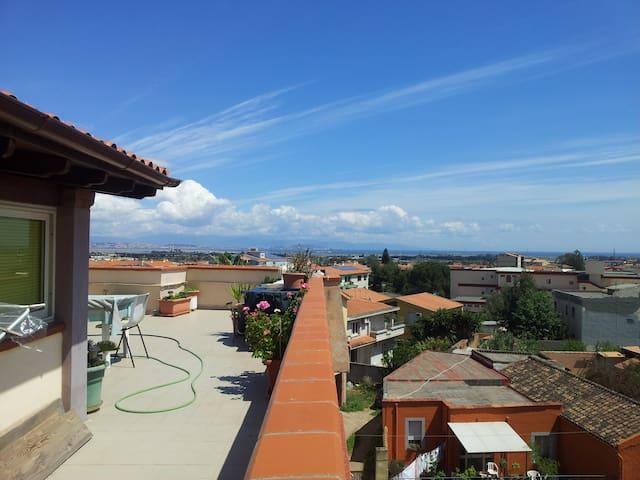 Mansarda panoramica a Capoterra - Capoterra - Apartamento
