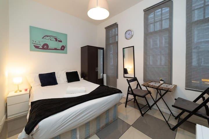 Tidy studio apartment  near kensington museum