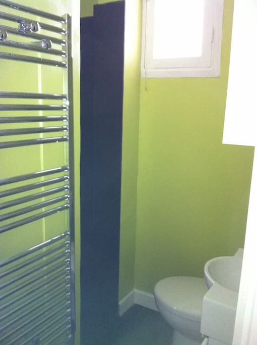 salle de bain avec chambre n01