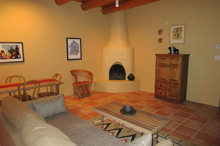 Vista Lane Vacation Retreat-Spacious house in town