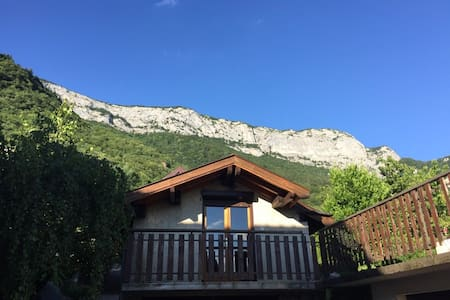 """A """"little house"""" near lake and Annecy center"""