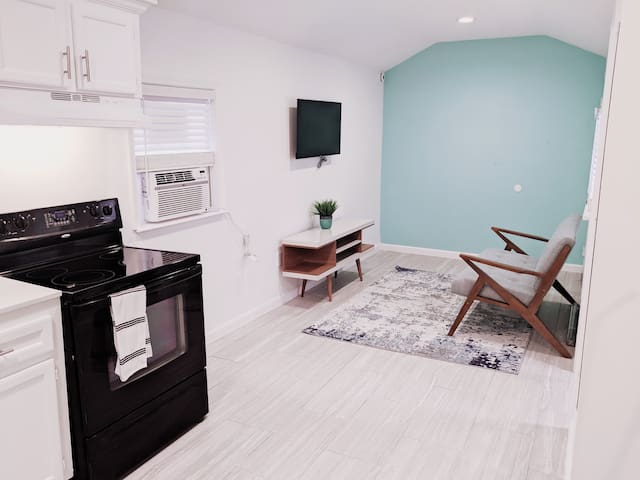 Cute Space in Quiet Area Near Downtown /Med Center