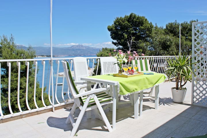 Cozy studio apt right by the  beach - Trogir