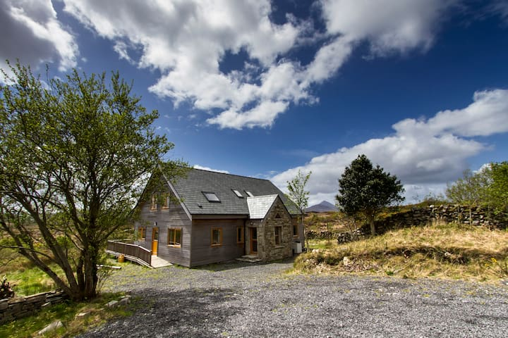 A beautiful Eco Home, Amazing Views - Moyhastin - Casa
