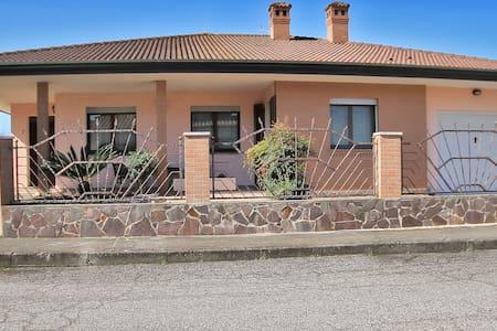 La Casa nel Delta/ STANZA PRIVATA GIALLA - Goro