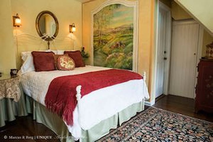 Candlelight Inn Napa Valley~ Lower Champagne Room