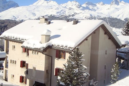 Gemütliche, moderne Ferienwohnung - Pontresina - Apartment