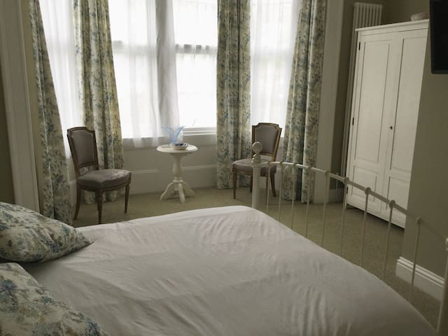 Beautiful Victorian style en-suite double room
