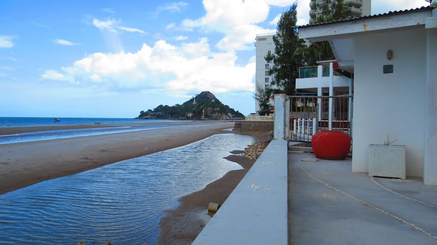 Two Bedroom Beachfront Baankangmung Huahin Resort - Hua Hin - Bed & Breakfast