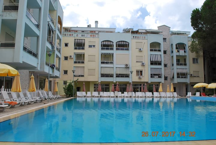 Arbi's Pool View Appartment
