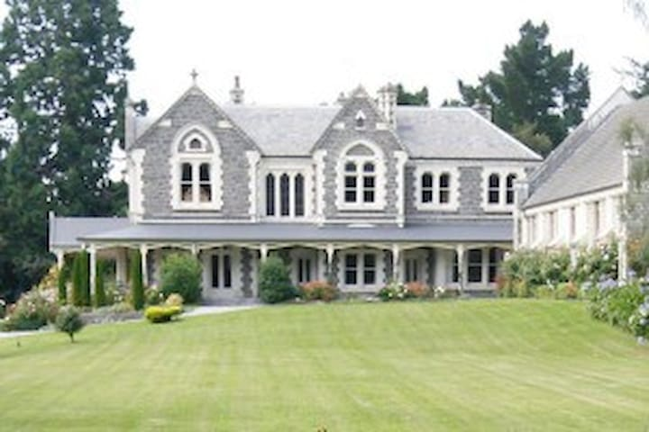 This fine Historic residence circa 1884  is a ' must do ' overnight break for visitors to the South Island..