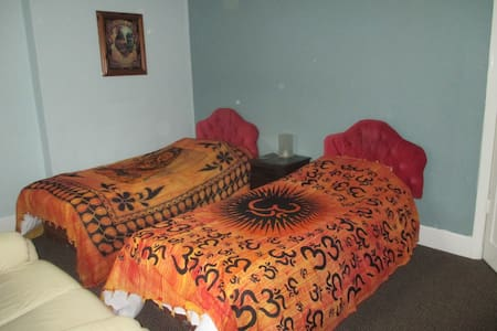 Twin Room with tv,broad band and tea & coffee - Ilminster - Inny