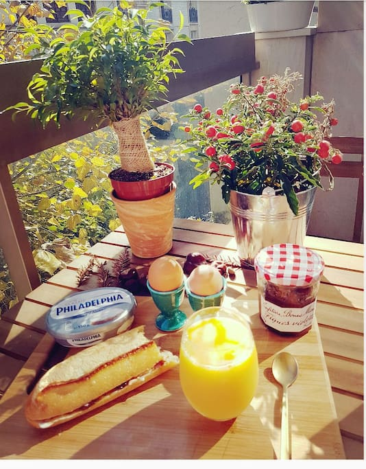 Enjoy! My balcony of 5m2, ideal for a sunny breakfast