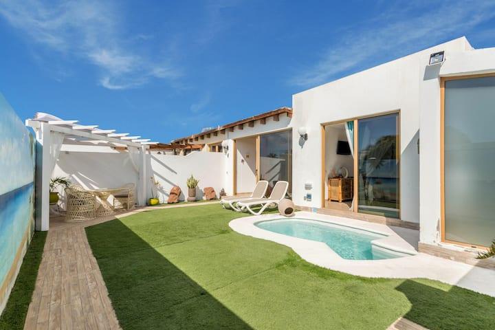 """Hübsches Ferienhaus """"Villa Bali"""" mit Pool, schnellem WLAN, Terrasse und Garten"""