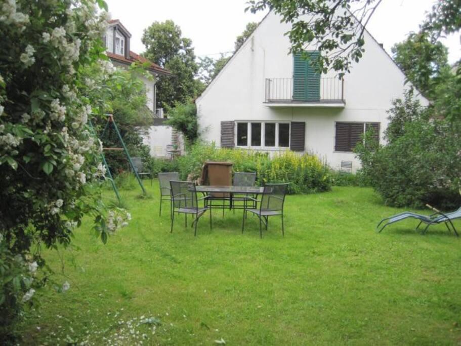 zimmer mit balkon wohnungen zur miete in m nchen bayern deutschland. Black Bedroom Furniture Sets. Home Design Ideas