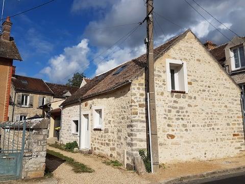 Petite maison de ville au coeur du village