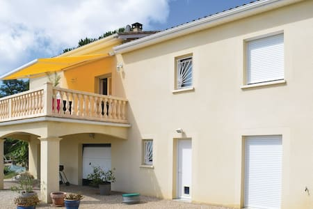 4 Bedrooms Home in Trélissac - Trélissac