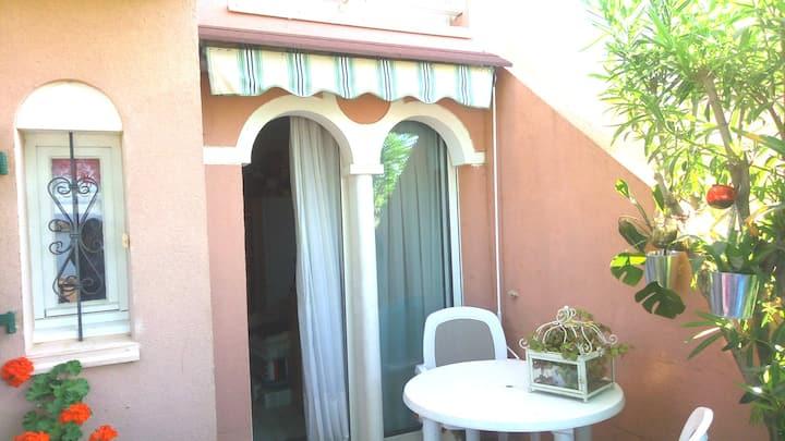 Coquet studio cabine avec jardin
