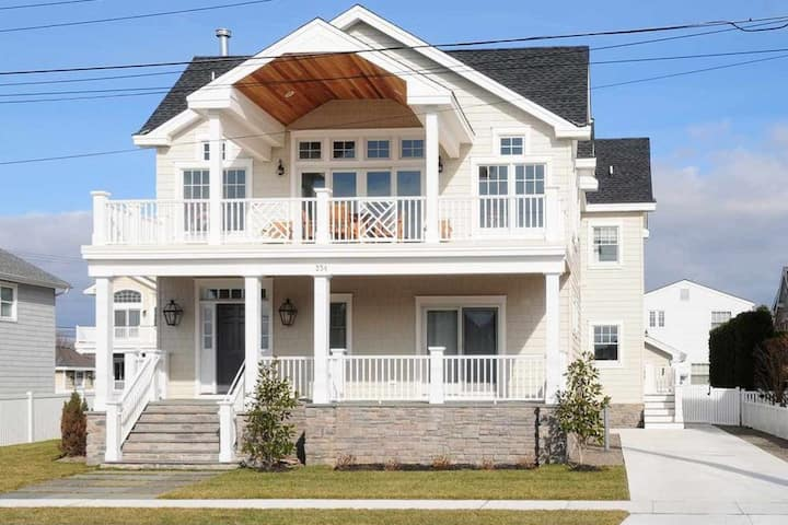 Stone Harbor Villa with Pool...118th Street