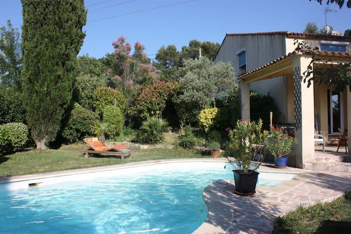 Belle maison près d'Aix-en-Provence - Bouc-Bel-Air - House