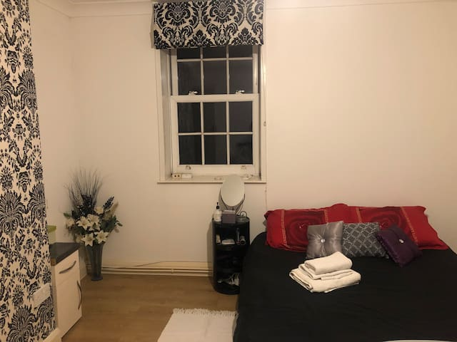 DOUBLE ROOM, KING'S CROSS, ZONE 1