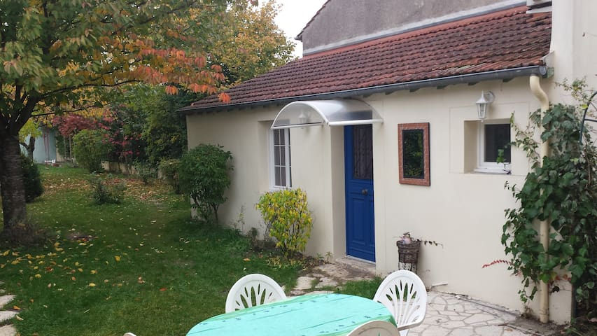 Studio de 20 m2 dans bâtisse indépendante - Orléans - Dom