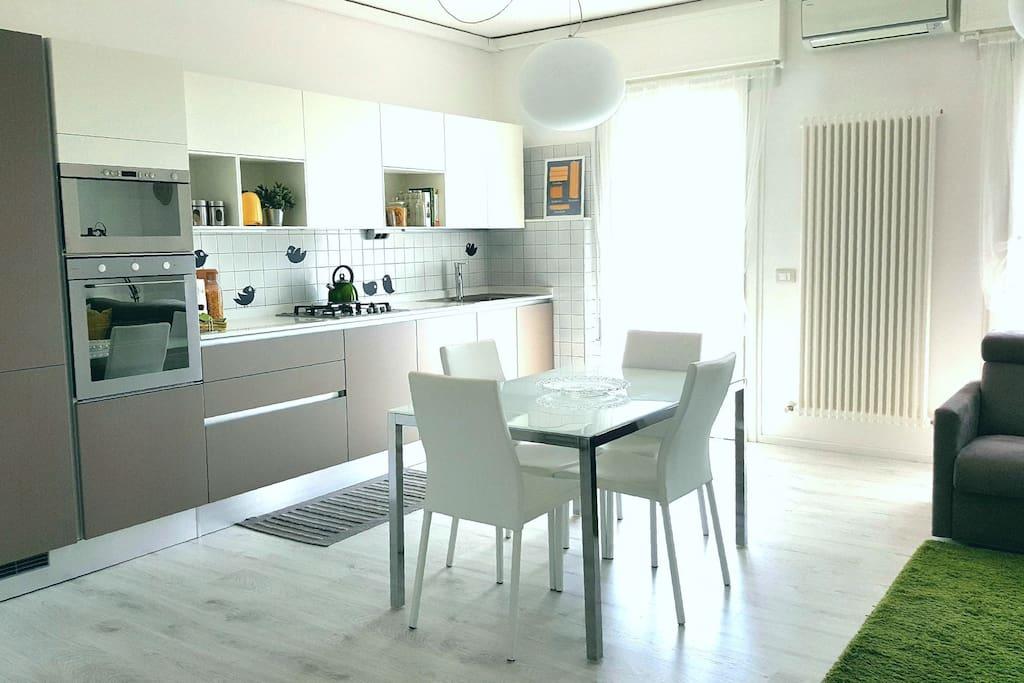 La cucina-soggiorno/The kitchen-Living room