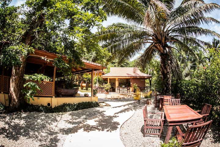 Private Bungalow. Pool-Wifi-AC-Breakfast incl
