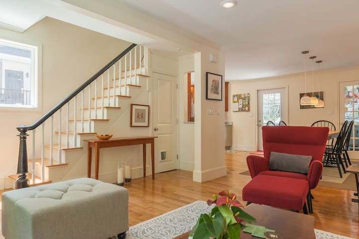 Welcome Home! 3BR nr T w parking