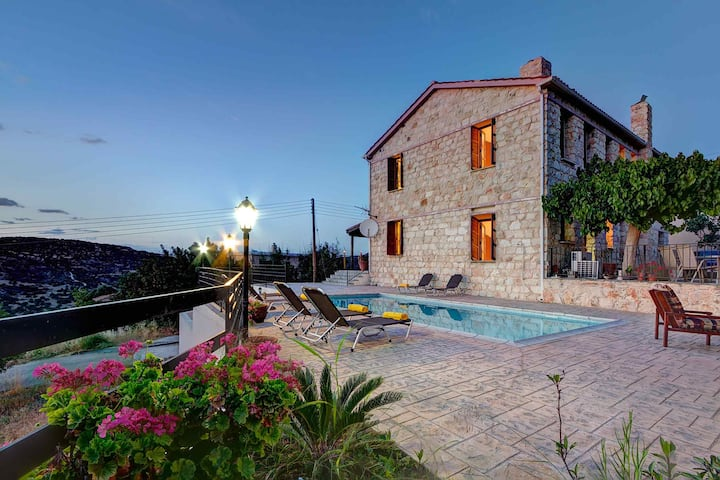 Villa Irene Palace: Large Private Pool, Sea Views, A/C, WiFi