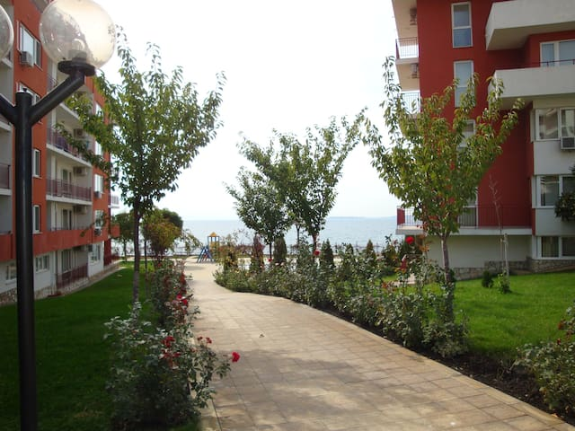 1BDR, Marina View Fort Beach. Up to 3-4 person