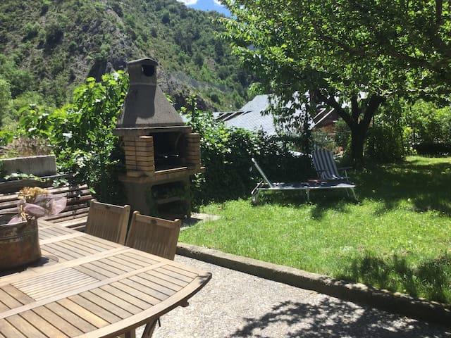 Acogedora casa entorno naturaleza - Aixovall - Huis