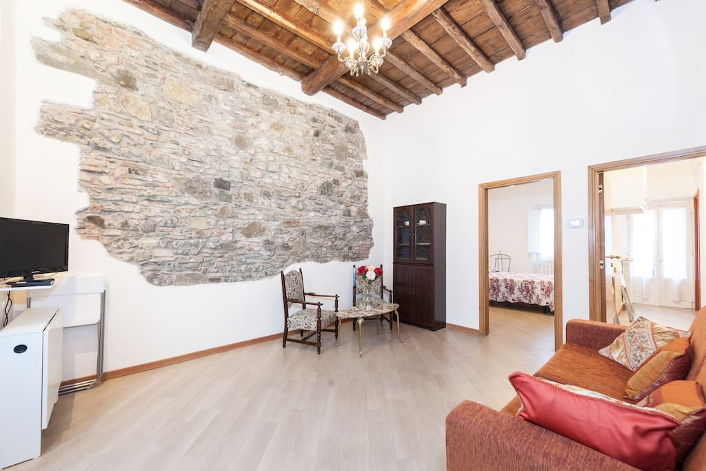 Lovely central newly renovated flats for rent in for Interior design jobs in florence italy