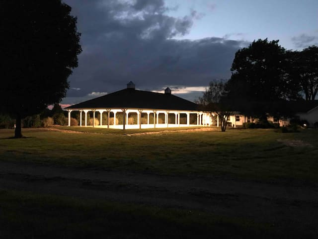 Millsite Lodge: 25 persons lodging & Wedding Patio