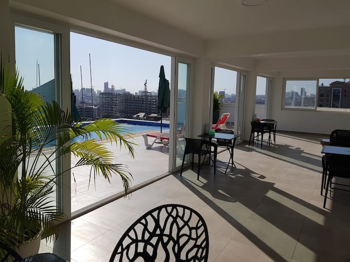 New high floor Appartment with balcony, roof pool