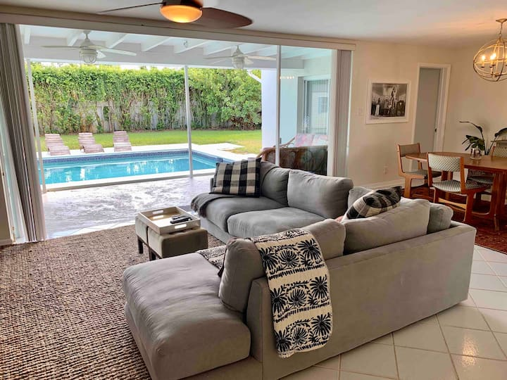 Buttercup Villa-Amazing Pool Home in Heart of PBG!