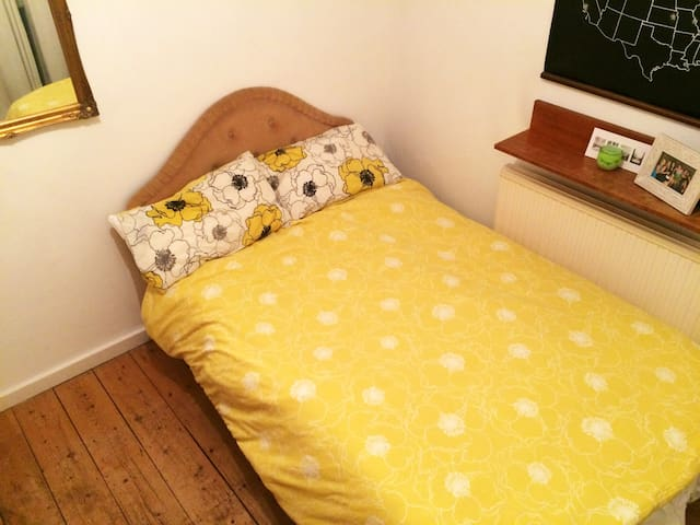 Charming double bedroom in Fulham - Lontoo