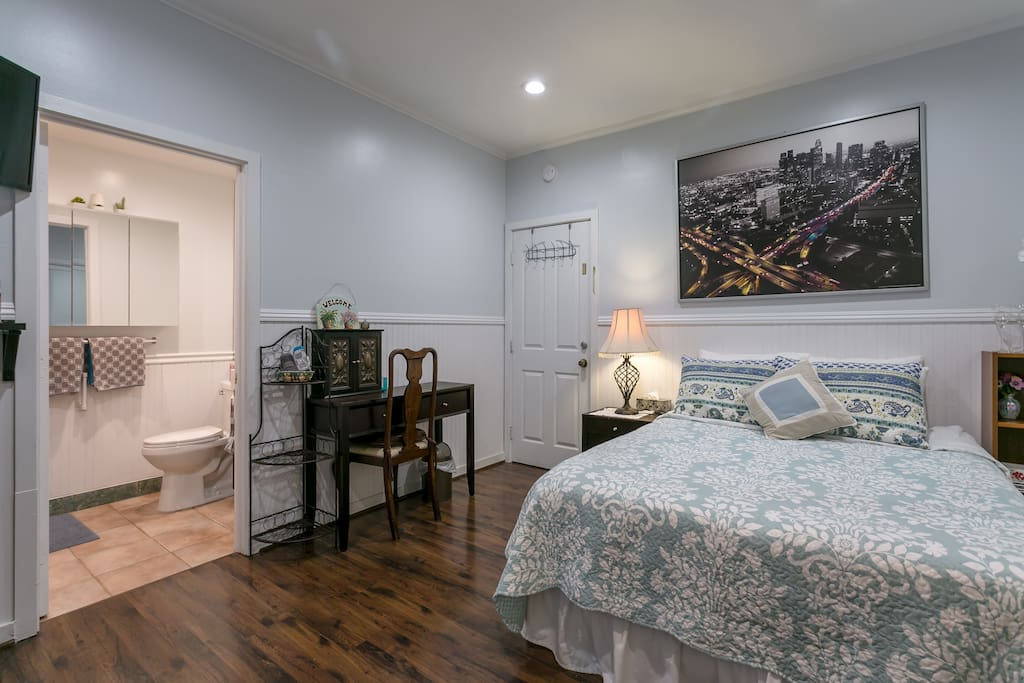 Queen bed and private desk area.  Perfect for work trips.