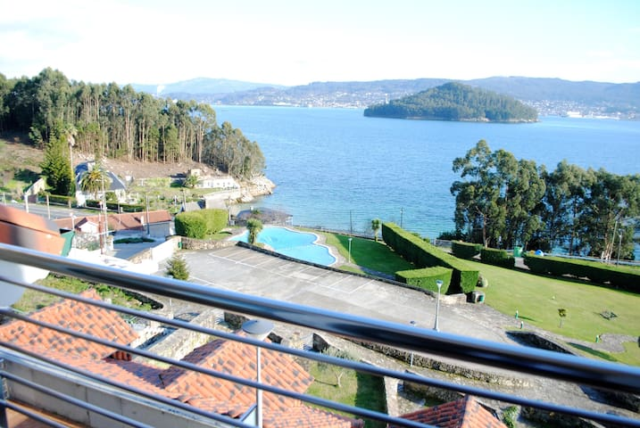 House - 4 Bedrooms with Pool, WiFi and Sea views - 107739