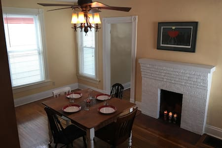 5 Miles to Downtown, 1895 Row House, APT 2 - Cincinnati