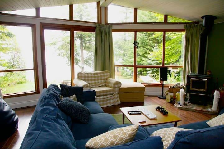 Kawartha Lakefront Roost Cottage - Moore Falls - Dom