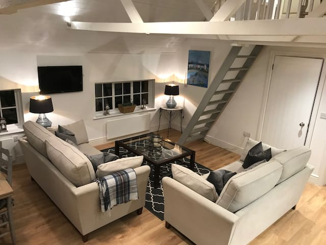 Coach House Apartment- 2 Beds- 'New'