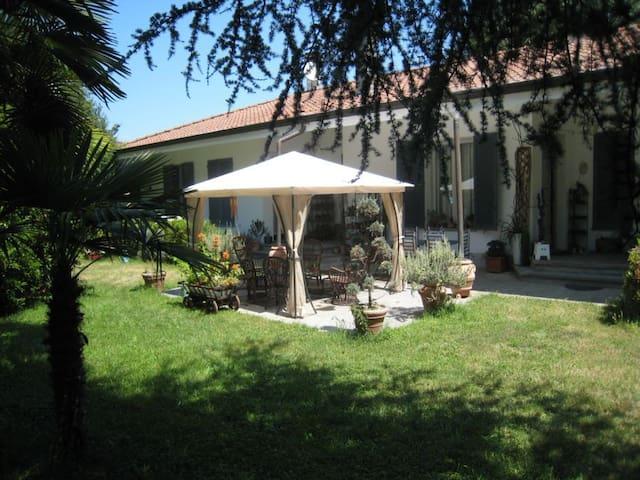 Villa with garden, 5km from beach