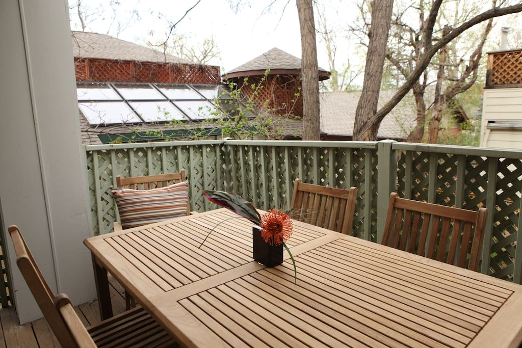 Small outside deck just off the dining room